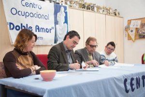 Residentes Extranjeros_visita asociaciones europeos al doble amor y firma convenio 02